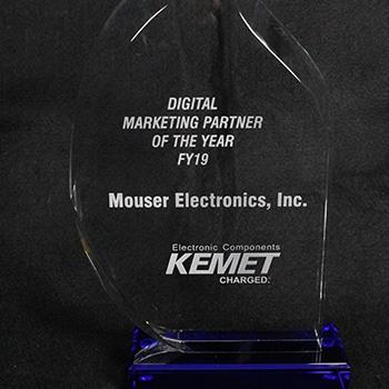 <strong>Mouser</strong> <strong>Electronics</strong> с годишната награда на Kemet за електронна търговия