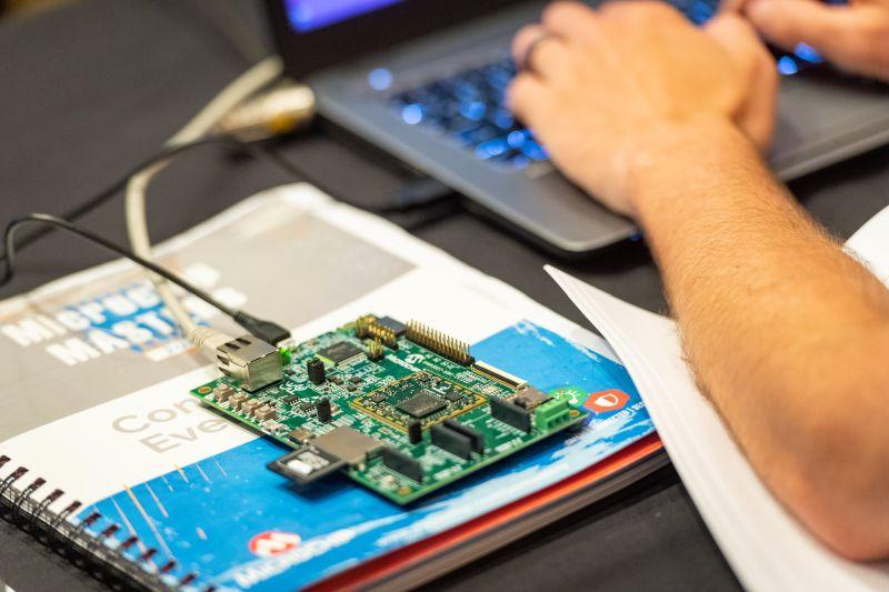Комет Електроникс кани на техническата конференция Microchip MASTERs 2019
