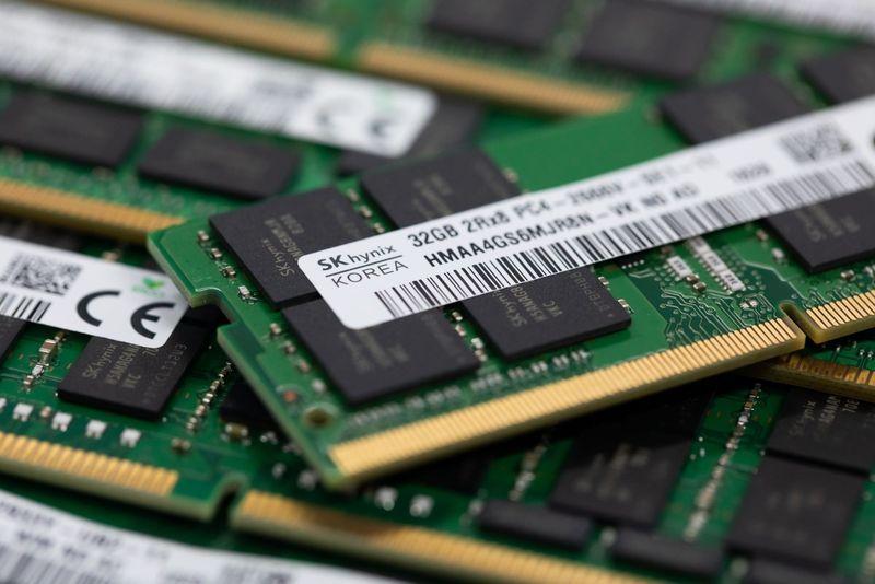 Intel продава бизнеса си с флаш памети
